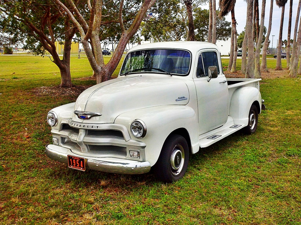 Old Trucks | Stories and tips about old truck restoration.